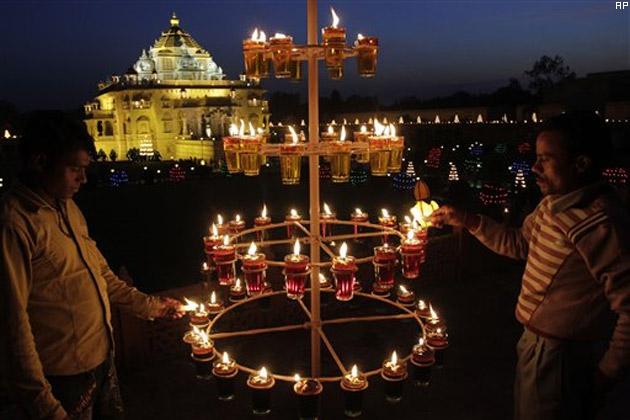 tamil-nadu-celebrates-diwali-with-traditional-fervour_021113125606