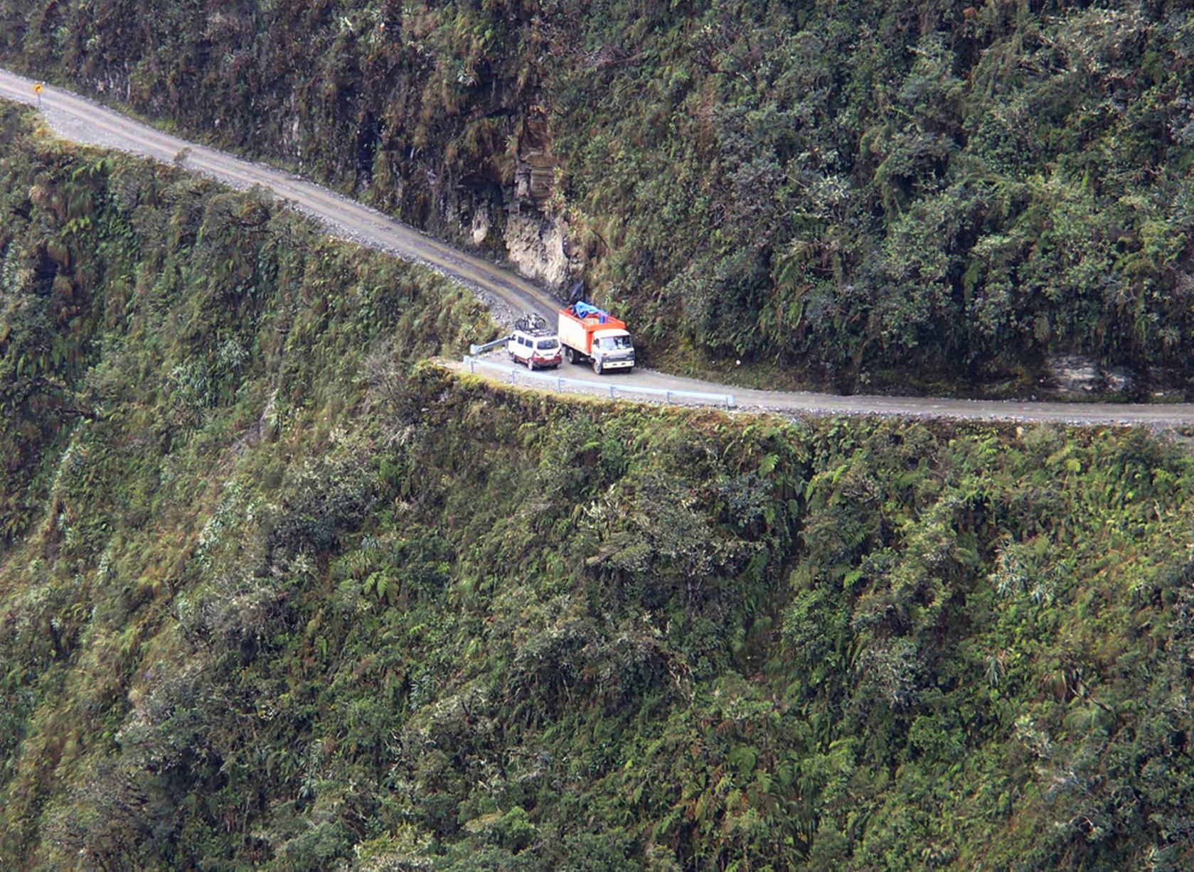 PAY-Dangerous-road