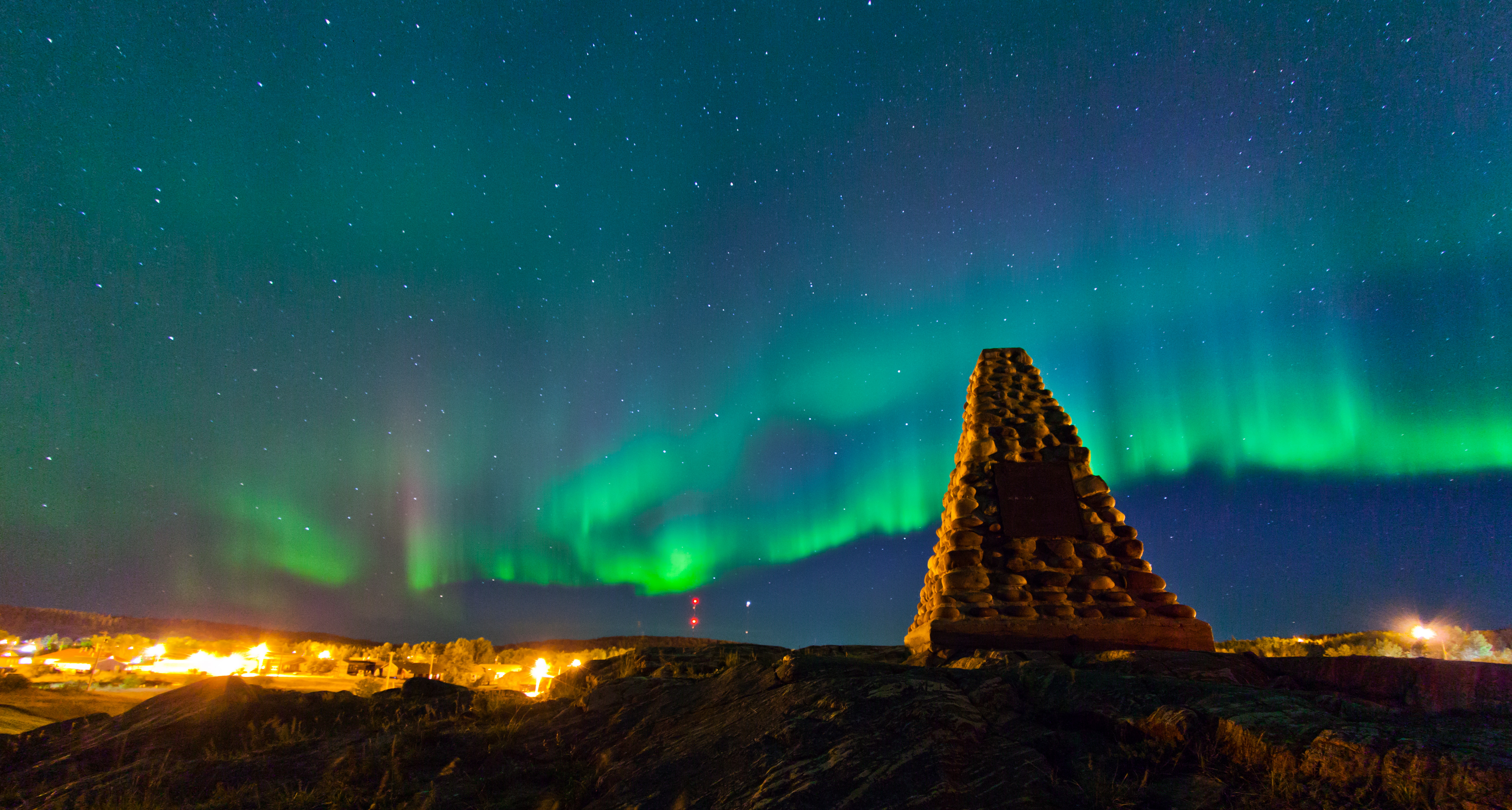 FORT CHIPEWYAN, ALTA.: SEPTEMBER, 13, 2013: Northern lights fill the sky over monument hill in Fort Chipewyan, Alta. on September 13, 2013. Established in 1788, Fort Chipewyan is the oldest settlement in Alberta. (Ryan Jackson / Edmonton Journal) Note this picture was corrected for fisheye lens distortion to keep the horizon straight as it appeared in real life. ORG XMIT: POS1309262000474575