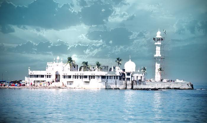 Qawwalis At Haji Ali Dargah