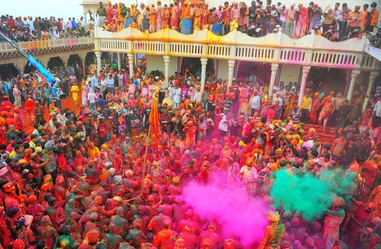 holi celebration in mathura